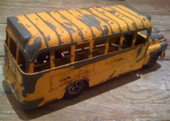 VINTAGE SCHOOL BUS HUBLEY 1950s TOY Steel 4 Working Wheels PLENTY OF CHARM Worn Yellow Paint INDUSTRIAL CHIC great gift for vintage toy lovers