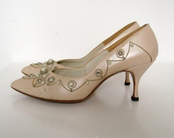 Vintage 60's Mad Men Jeweled Pearlized Pumps/Shoes Mid Heels