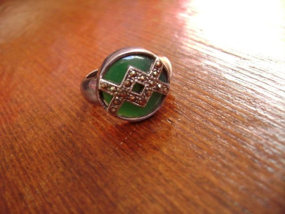 size 6 green and marcasite silver ring