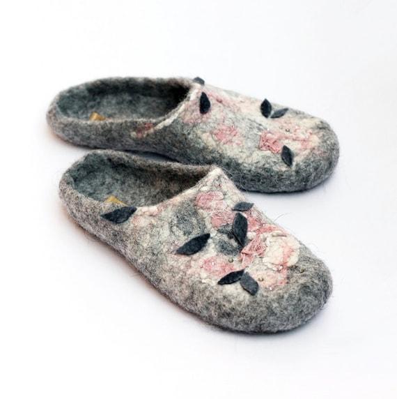 "Handmade felted slippers "" Icelandic Rose "" --- US 9-10 UK 7 EU 40 --- Ready to ship"
