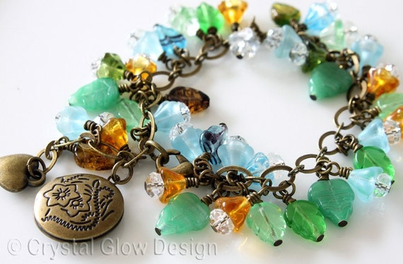 Czech Glass Beads Round Locket Bracelet in Antique Brass 0010