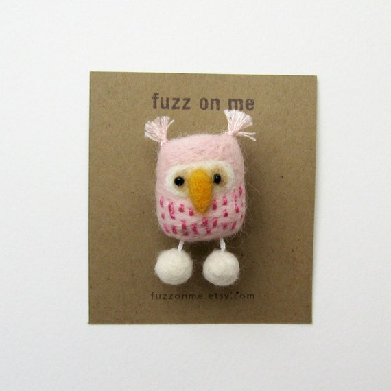 Felt bird brooch : FUZZ felted owl brooch - baby pink