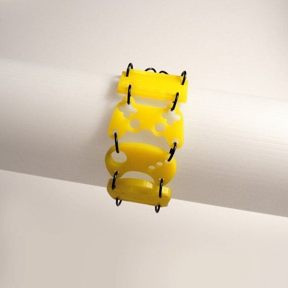 Controller bracelet - Yellow acrylic with black rings