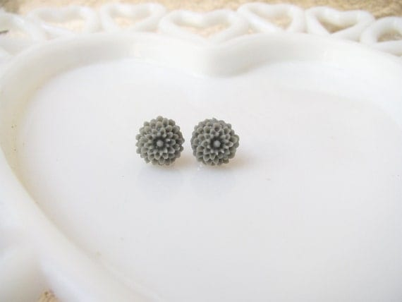 Tiny Cool Gray Dahlia Earrings