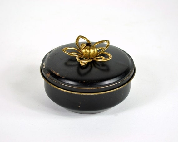 Decorative Metal Boxes With Lids : Vintage tin box with decorative lid