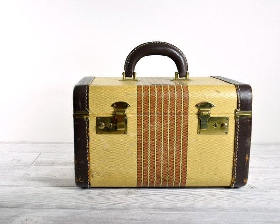 Vintage 40's Over Night Train Case / Vintage Travel Case