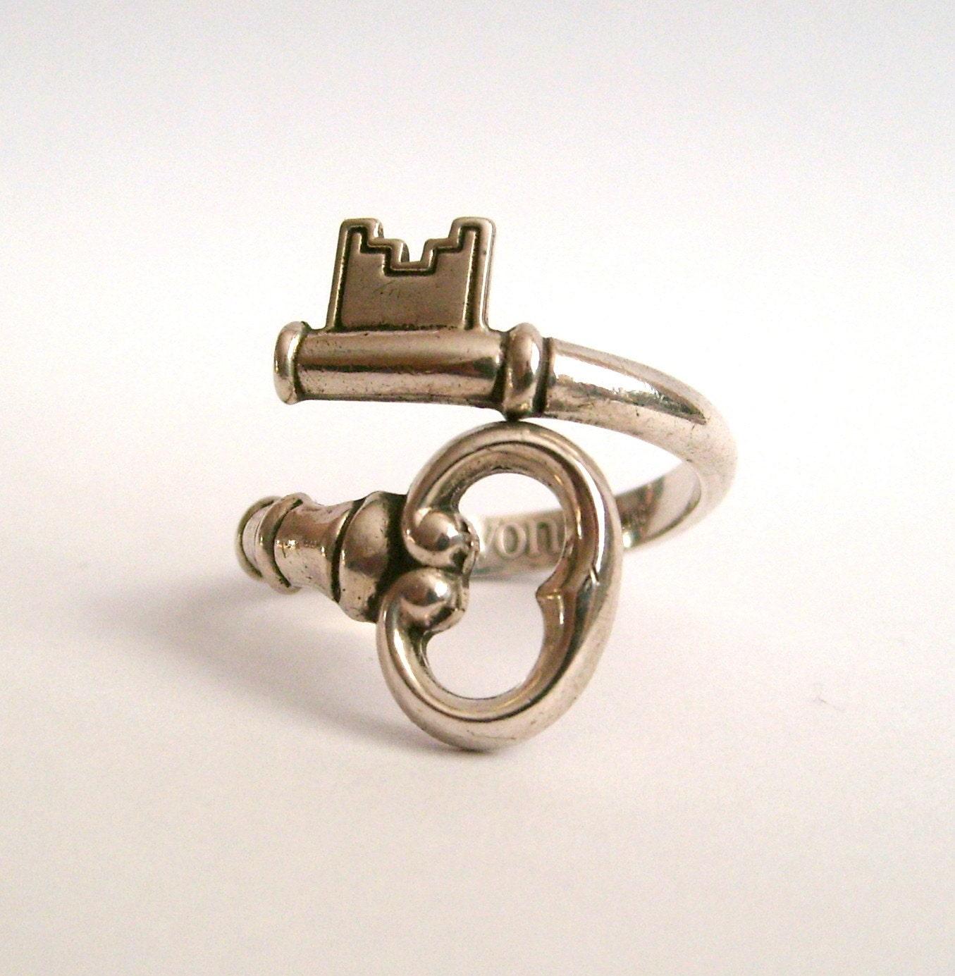 Vintage Sterling Silver Skeleton Key Ring Signed Avon