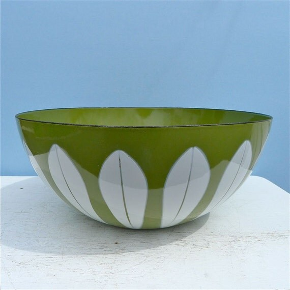 "Vintage Cathrineholm White on Avocado Lotus Bowl 11"""