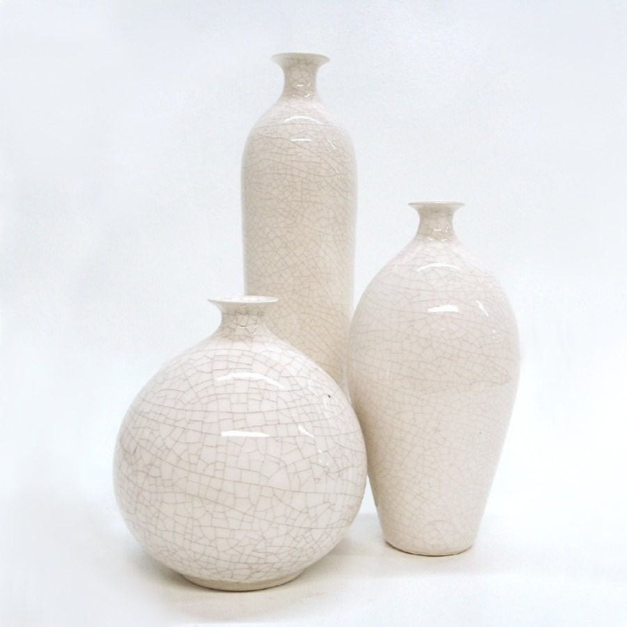 3 white vases small bud vase modern minimal ceramic bottle. Black Bedroom Furniture Sets. Home Design Ideas