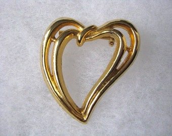 Gold tone vintage Heart shaped pin brooch signed AAI
