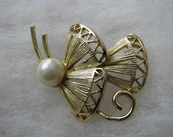 Gold tone vintage abstract butterfly pin white faux pearl