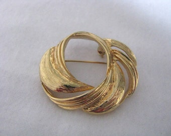 Gold tone round swirl textured pin brooch