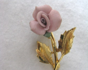 Delicate pink porcelain vintage flower pin brooch gold tone stem