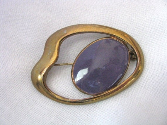 Curved gold tone free form vintage brooch vintage pin with oval purple center