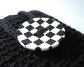 Black cozy with checkered button for your iPhone/smartphone/HTC/whatchamacallit