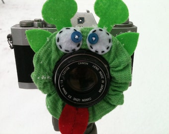 Ready to Ship -- ALIEN Lens Pet for your camera