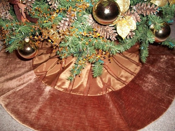 Beautiful Copper Velvet Reversible Oversized Tree Skirt