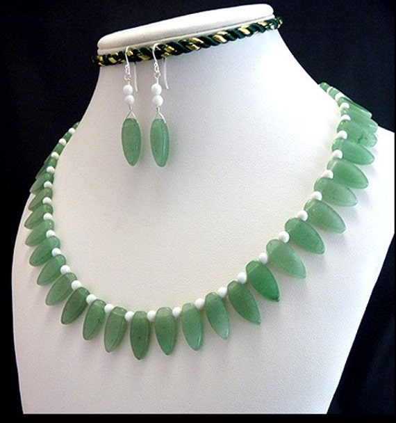 Green Aventurine & White Agate Collar Necklace and Earrings