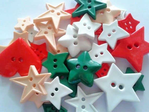 30 pcs Cute Star button 2 hole mix size Red Green White Cream