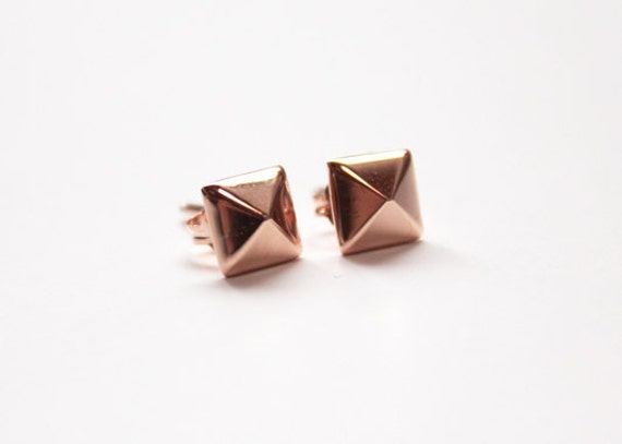 Pyramid stud earrings (14K rose gold dipped)