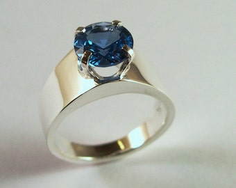 Zircon Classic Design Ring in Sterling Silver
