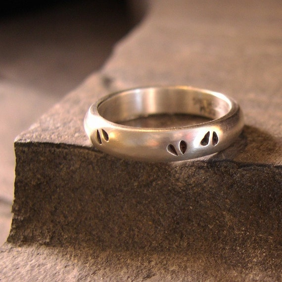Deer Track Wedding Band or Nature Ring Doe, Sterling Silver