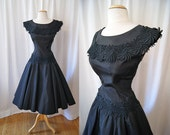 Chic 1950's black taffeta new look party dress with appliques vlv rockabilly timeless - size Medium