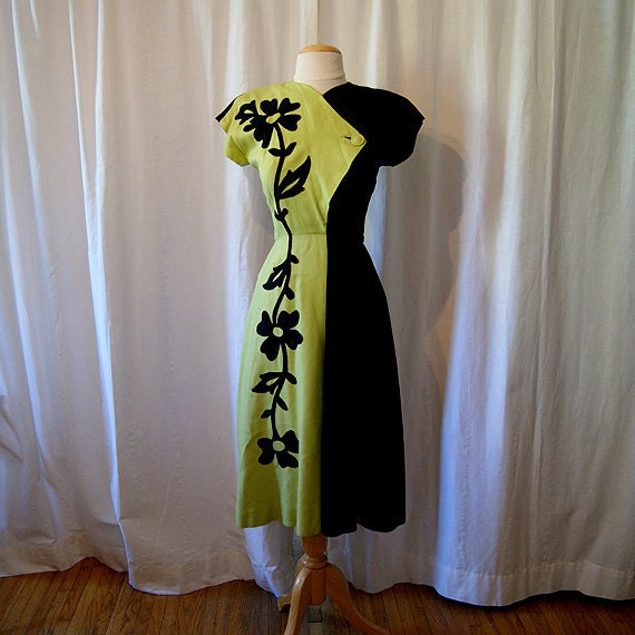 Stunning 1940's two tone moss green and black dress with floral print appliques WW2 pin up girl chic bombshell - size Small