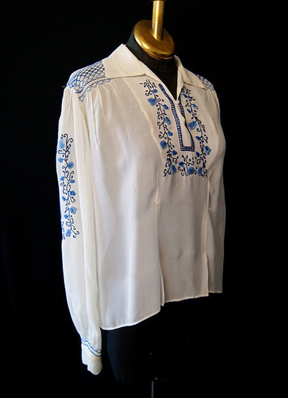 Beautiful 1940's sheer white nylon long sleeve peasant blouse with blue floral hand embroidery vlv WW2 - size Large