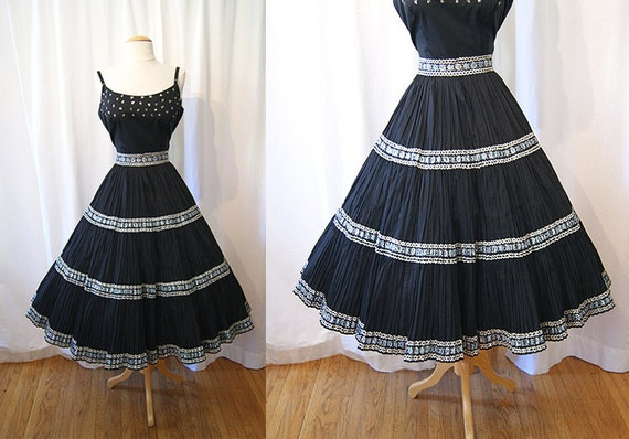 Gorgeous 1950's black cotton squaw circle skirt with metallic floral embroidery trim vlv rockabilly ranch - size Medium