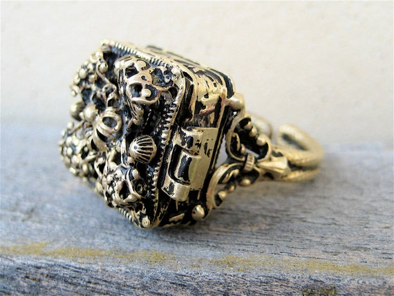 Vintage Poison Ring, 1960s Lattice Filigree