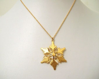 Snowflake necklace gold plated, Christmas snowflake necklace gift, snowflake pendant,snowflake jewelry Christmas gift