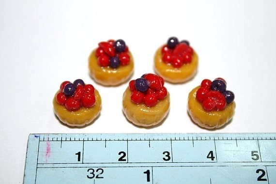 Mini Cupcake top with redberry and blackberry, set of 5 pieces