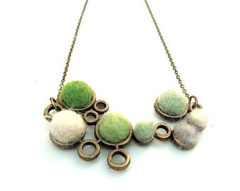 Woodland Green Circle Spring Necklace