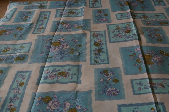 Vintage retro scalloped floral block Fabric