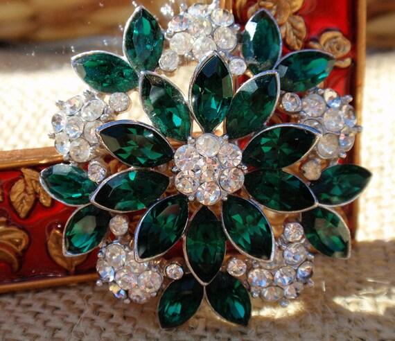 Crown Trifari 60's Emerald Green Accent Rhinestone Brooch