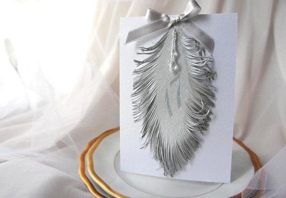 table numbers with feather iridescent Silver / White tent style card