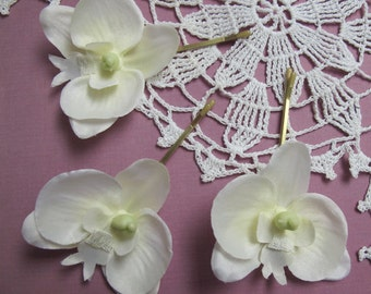 WHITE Orchids SET OF 3 bobby pins flowers-hair clips - Weddings