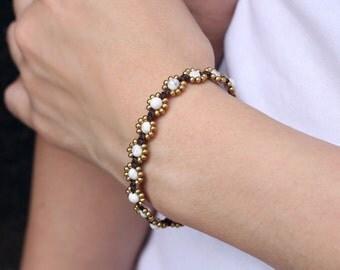 Howlite Daisy Brass Beaded Bracelet