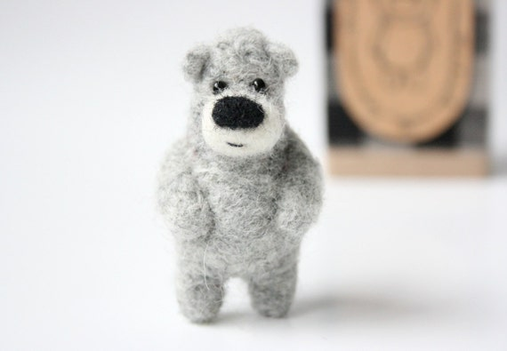 Grey bear, brooch 34