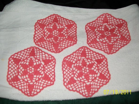 Set of 4 small doilies