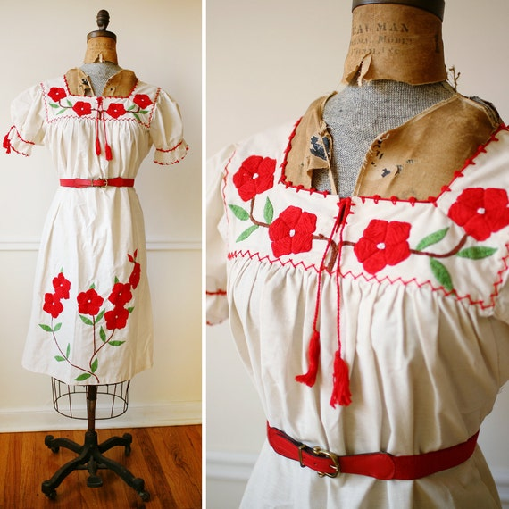Vintage 1960s BOHEMIAN Embroidered Flowers Mexican Dress M/L/XL