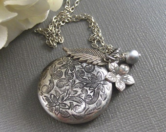 Ice Queen,Locket,Silver Locket,Flower,Pearl,Antique Locket,Filigree,Jewelry. Handmade jewelry by valleygirldesigns.