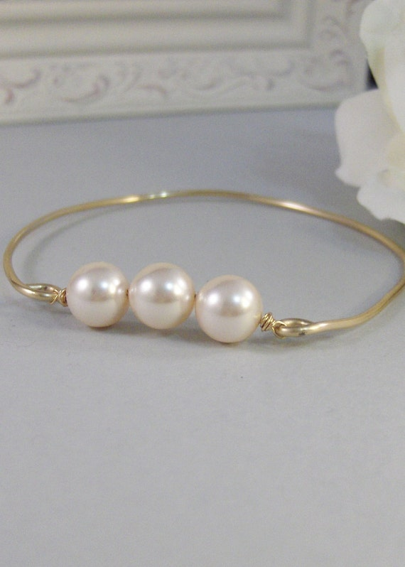 Heirloom Pearls,Bracelet,Gold,Pearl,Gold Bracelet,Ivory,Bangle,Wedding,White,Pearl Bracelet. Handmade jewelry by valleygirldesigns on Etsy.