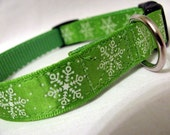 Small Green Snowflakes dog collar
