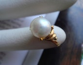 Vintage 1950's to 1960's fine jererlry in sold 18k gold pearl ring