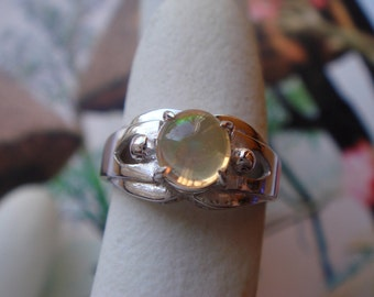 Vintage 1950's fine jererlry in sold 14k WHITE gold opal  ring
