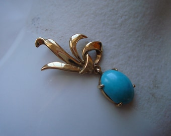 vintage 1950 to 60's 18K gold natural turquoise cabochon pendant