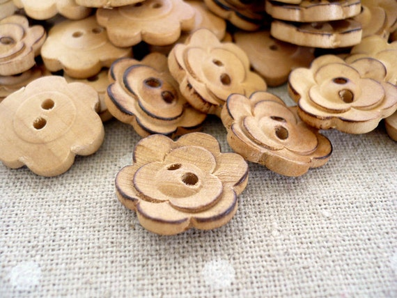 WB10170 - 18mm Flower Crafted Wood Buttons, Flower Crafted Wooden Buttons (6 in 1 set)