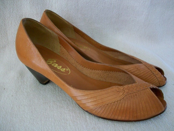 VINTAGE PEEP TOE HEEL PUMPS with WOVEN LEATHER BRAID DETAILS size 7